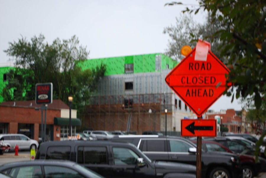 Construction+sign+on+Burlington+redirecting+traffic+due+to+closed+road+%28McCormick%2FLION%29.