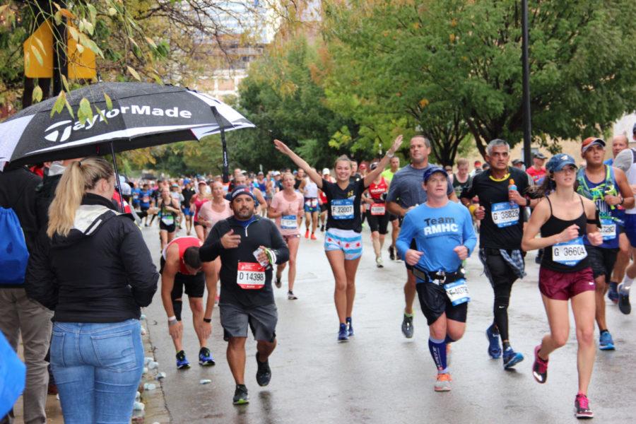 Brynn Colwell, center, running the Chicago Marathon Oct. 7.