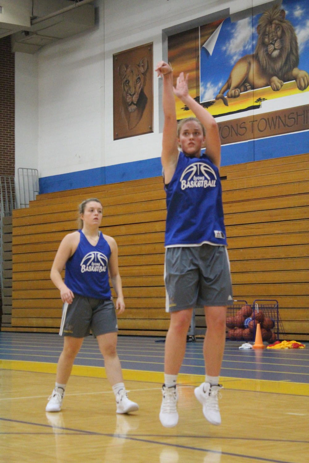 Courier works on her shooting skills at practice (Gremer/LION).