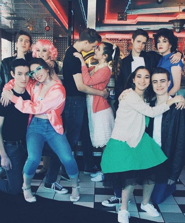 Grease+cast+pose+at+diner.+%28promotional+photo%29