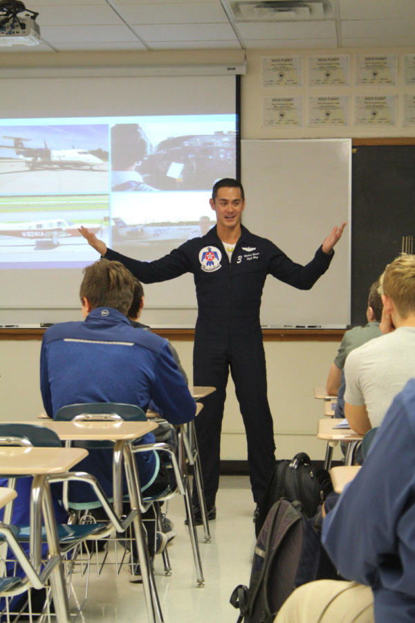 Aviation class hosts pilots