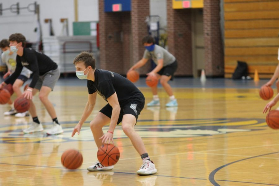 Miles Kaminski '21 dribbles during a drill at practice. (Grace Geraghty/TAB)