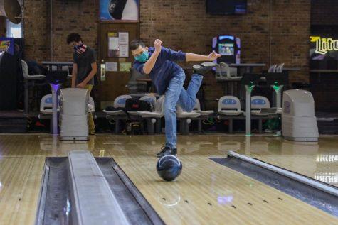 Matthew Skwarek '23 focuses on his shot at practice. (Kaitlin Preussner/TAB)